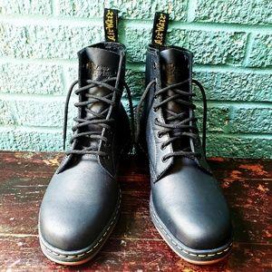 Dr. Martens Newton unisex boot in Black Temperley